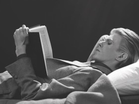 Ο γιος του David Bowie ξεκινάει λέσχη ανάγνωσης με τα αγαπημένα βιβλία του πατέρα του.