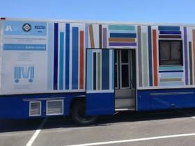 Μια κινητή βιβλιοθήκη στις γειτονιές της Αθήνας